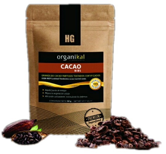 Superfood cacao and nibs